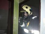 Zásah hasičů při požáru bytového domu o čtyřech podlažích v ulici Vojanova v Liberci