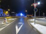 Řidič skončil v Tanvaldě na Štědrý den i s autem v kolejišti