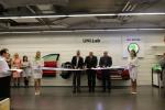 Slavnostní přestřižení pásky. Zleva Michael Oeljeklaus, Miroslav Brzezina, Petr Lenfeld