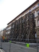 Výztužní věže na budově budoucího Centra odborného vzdělávání v jablonecké Podhorské ulici
