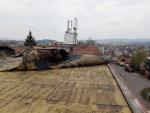 Shrnutá střecha bytového domu v Jablonci nad Nisou, ulice Vlaštovčí