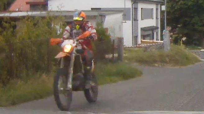 Snímky střetu motorkáře s policistou ve Vratislavicích