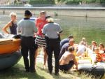 Policejní akce zaměřená na kontrolu vodáků plujících po řece Jizera