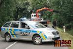 K vážné nehodě došlo u Dalešic. Řidič narazil do stromu