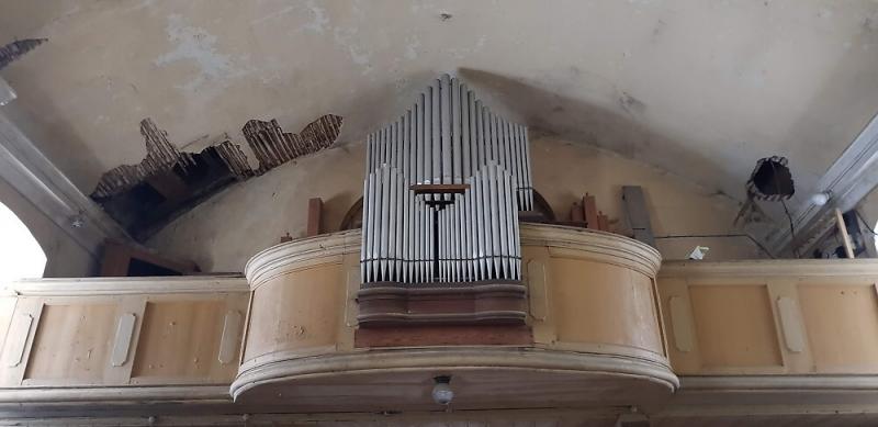Kůr a strop před opravou