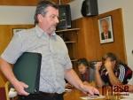 Zastupitel a bývalý starosta Ladislav Pivrnec přispěchal na zastupitelstvo na psolední chvíli.