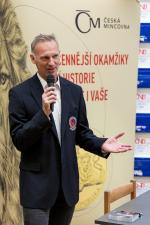Dominik Hašek a Vladimír Martinec při ražbě medailí z cyklu Legendy československého hokeje
