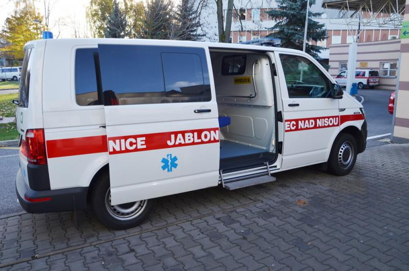 Nová sanitka v jablonecké nemocnici