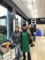 Sbírka potravin 2019 v Jablonci opět vzbudila zájem lidí