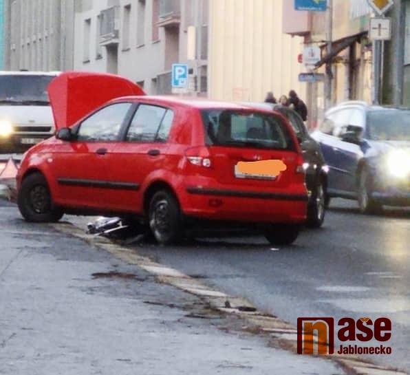Střet dvou osobních automobilů v ulici Liberecká v Jablonci