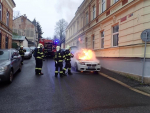 V Jablonci hořelo na ulici auto, škoda je 600 tisíc korun