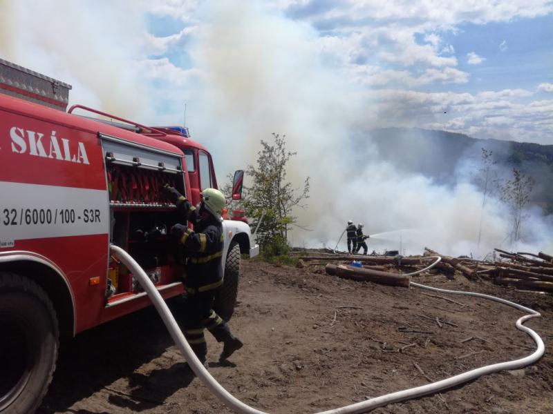 Požár lesa u Malé Skály<br />Autor: HZS Libereckého kraje