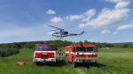 Hasiči zasahovali při požáru lesa u Malé Skály. Pomáhal jim i vrtulník
