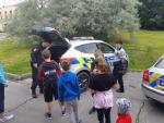 Děti z příměstského tábora navštívily policisty ve Mšeně