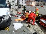 Střet nákladní dodávky s chodkyní na Dolním náměstí v Jablonci