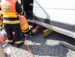 Na Dolním náměstí v Jablonci přejel řidič s dodávkou chodkyni
