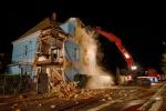 Zborcený dvoupodlažní rodinný dům v Liberci museli hasiči úplně zbourat