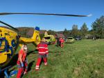 Zásah horské služby a záchranářů u skály Zahradní stěna pod Ořešníkem