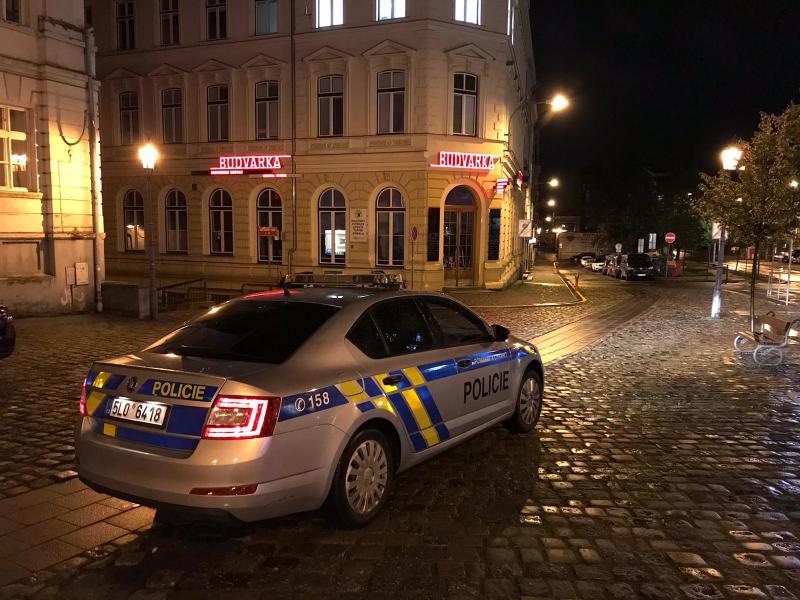 Policisté kontrolují v ulicích dodržování mimořádných opatření Ministerstva zdravotnictví ČR