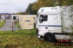 Kamion při nehodě v Liberci prorazil svodidla a zastavil až před plynovou stanicí