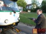 Ředitel dopravního podniku křtí  tramvaj básníků