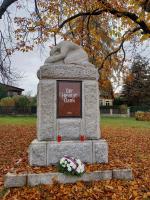 Den veteránů připomněli v Jablonci květinami ke dvěma památníkům