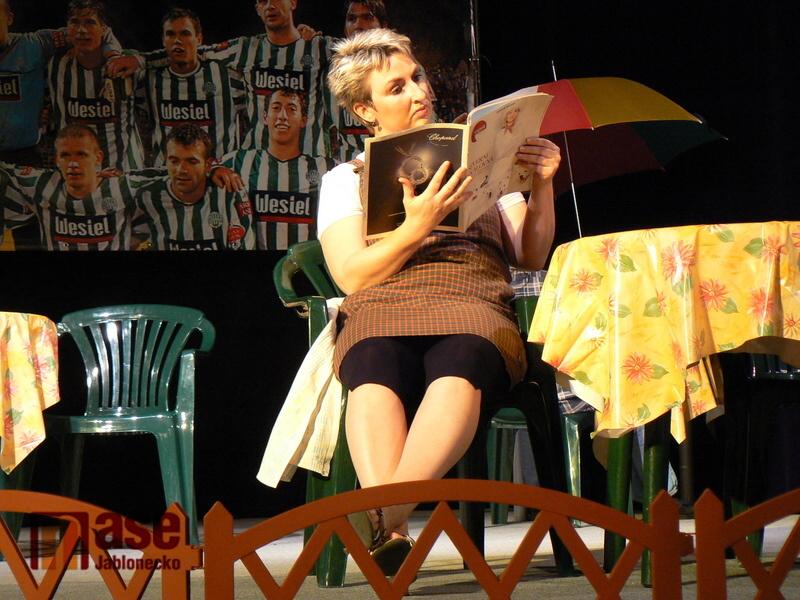 Divadelní soubor E.F. Buriana z Tanvaldu hraje maďarskou hru Portugálie.