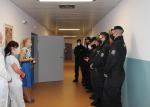 Policisté z krajské pořádkové jednotky pomáhají v českolipské nemocnici