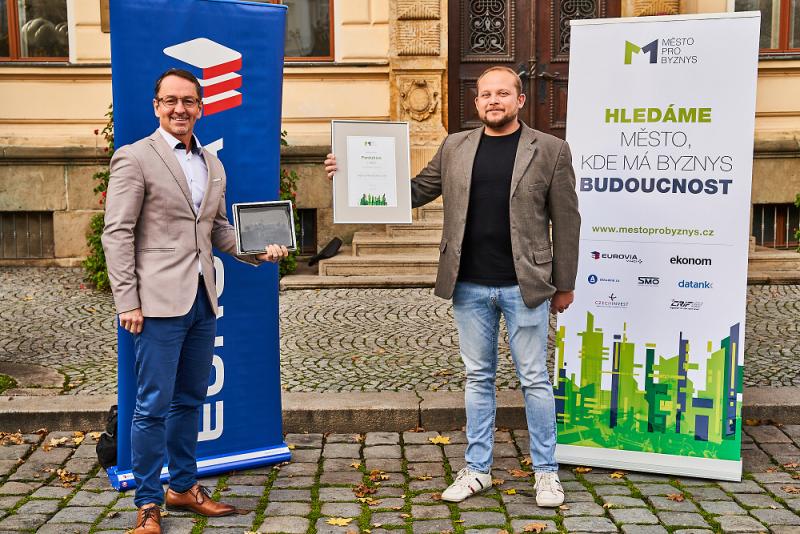 Vítězné Pardubice - zleva Martin Charvát a Radim Jelínek