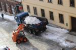 Nesněží, proto se odváží sníh z centra Jablonce