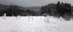 Sněhuláci vyrostli za mateřskou školkou v ulici Arbesova