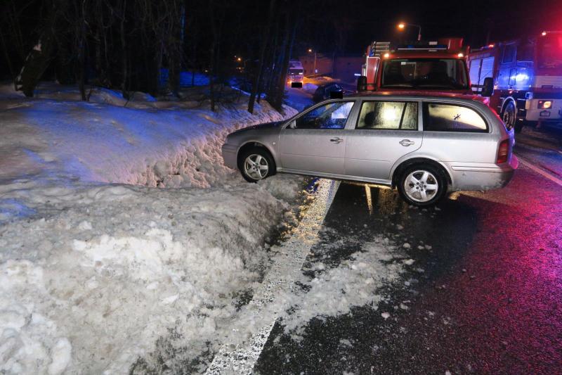 Nehoda kamionu a dalších tří aut u Loužnice<br />Autor: Archiv Policie ČR