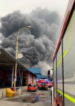 Rozsáhlý požár průmyslového objektu v Chrastavě