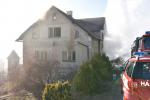 Hořel dům ve Frýdštejně, jednu osobu ošetřili záchranáři