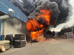 Náročný zásah hasičů při požáru velkého areálu v Chrastavě