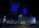 Nasvícená stěna kotelny  a pára chladicí věže Nového zdroje Elektrárny Ledvice