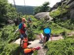 Záchrana turisty při sestupu z Frýdlantského cimbuří nad Bílým Potokem
