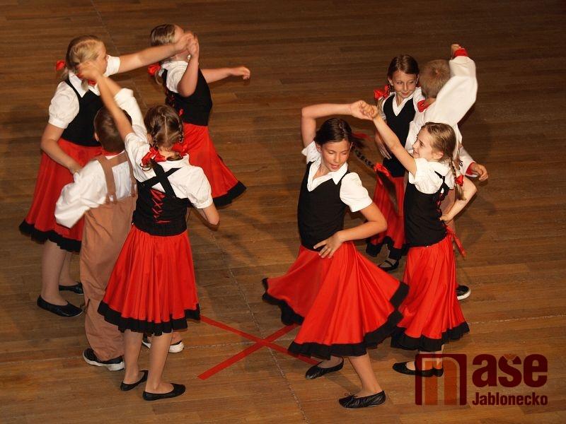 Závěrečná show tanečního klubu XTREAM.