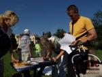 Lidé podepisují petici proti západní tangentě a překladišti odpadu v Srnčím dole